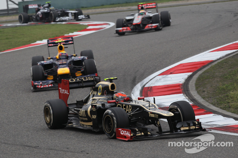 Romain Grosjean, Lotus Renault F1 Team voor Mark Webber, Red Bull Racing