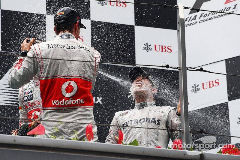 Podio: ganador de la carrera Nico Rosberg, Mercedes AMG F1, segundo lugar Jenson Button, McLaren y tercero Lewis Hamilton, McLaren