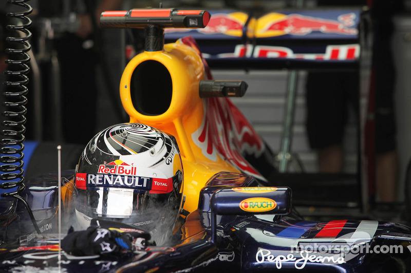 Sebastian Vettel, Red Bull Racing houdt het hoofd koel