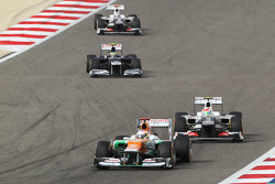 Paul di Resta, Sahara Force India leads Sergio Perez, Sauber