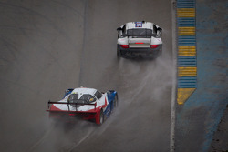 #44 Magnus Racing Porsche GT3: Andy Lally, John Potter and #9 Action Express Racing Chevrolet Corvette DP: Joao Barbosa, Terry Borcheller, JC France