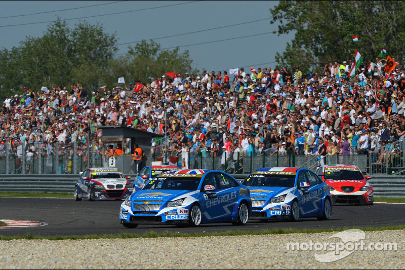 Robert Huff, Chevrolet Cruze 1.6T, Chevrolet, Yvan Muller, Chevrolet Cruze 1.6T, Chevrolet en Gabriele Tarquini, SEAT Leon WTCC, Lukoil Racing Team