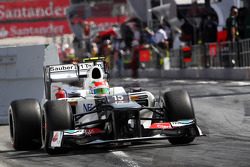Sergio Perez, Sauber leaves the pits