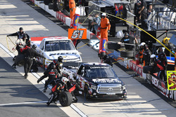 Boxenstopps: Harrison Burton, Kyle Busch Motorsports, Toyota;, T.J. Bell, Niece Motorsports, Chevrolet