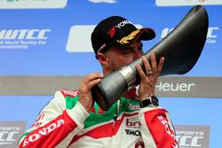 Подіум: Тьягу Монтейру, Honda Racing Team JAS, Honda Civic WTCC