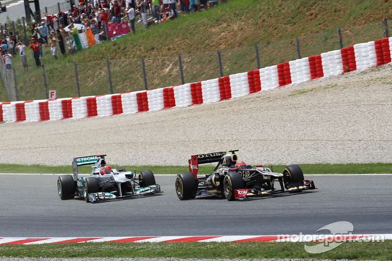 Kimi Raikkonen, Lotus F1 en Michael Schumacher, Mercedes AMG F1 bij de start