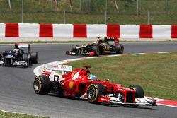 Fernando Alonso, Scuderia Ferrari leads Pastor Maldonado, Williams and Kimi Raikkonen, Lotus F1