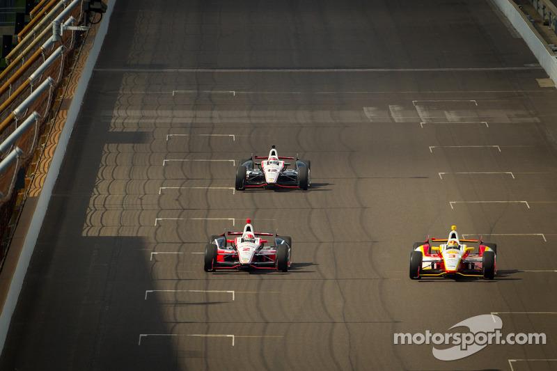 Ryan Briscoe, Team Penske Chevrolet, Helio Castroneves, Team Penske Chevrolet, Will Power, Verizon Team Penske Chevrolet