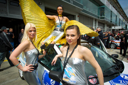 Road Runner Racing grid girls