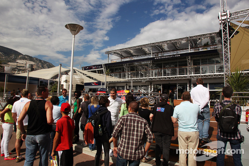 Fans aan het Red Bull Energy Station