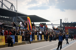 Pitlane ambiance as the race ends