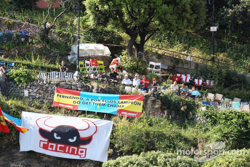 Fernando Alonso, Scuderia Ferrari fans in de heuvels