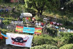 Fernando Alonso, Scuderia Ferrari fans in the hills