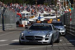 FIA Safety Car leads the Medical Car