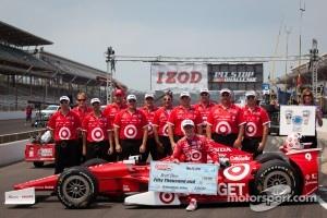 Pit stop challenge: winner Scott Dixon and the Target Chip Ganassi Racing team