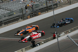 Justin Wilson, Dale Coyne Racing Honda, Charlie Kimball, Novo Nordisk Chip Ganassi Racing Honda and Rubens Barrichello, KV Racing Technology Chevrolet