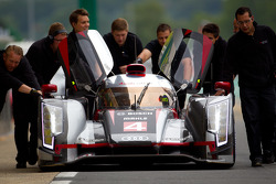 #4 Audi Sport North America Audi R18 Ultra: Oliver Jarvis, Marco Bonanomi, Mike Rockenfeller pushed by Audi Sport team members