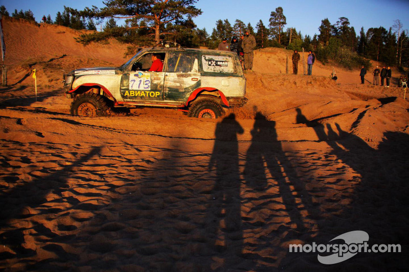 TR2 Toyota Land Cruiser in the Dune Race