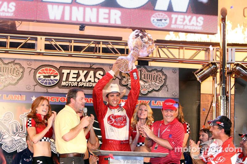 Victory lane: race winner Justin Wilson, Dale Coyne Racing Honda