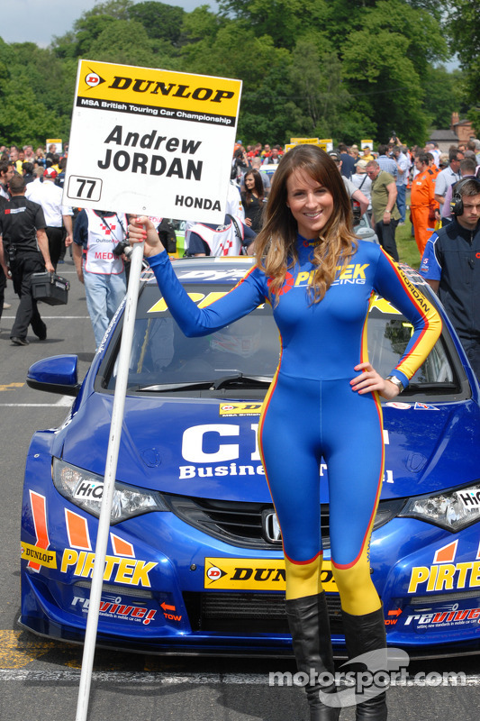 Pirtek racing grid girl at oulton park for Camel motors on park and ajo