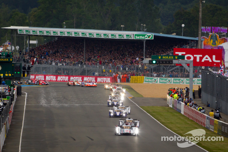 Start: #1 Audi Sport Team Joest Audi R18 E-Tron Quattro: Marcel Fässler, Andre Lotterer, Benoit Tréluyer leads the field