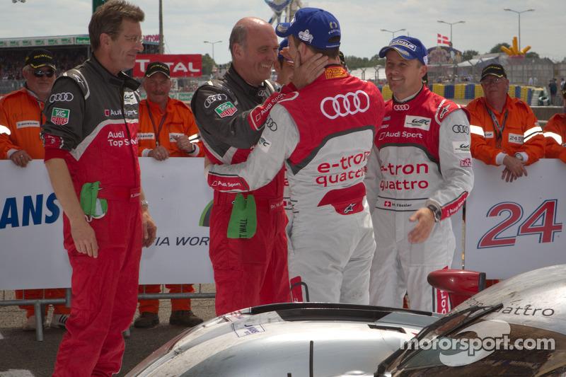 Race winners Marcel Fässler, Andre Lotterer and Benoit Tréluyer celebrate with Dr. Wolfgang Ullrich and Ralf Jüttner