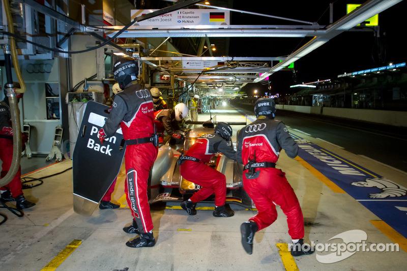 Pit stop for #3 Audi Sport Team Joest Audi R18 Ultra: Marc Gene, Romain Dumas, Loic Duval