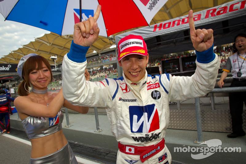 GT500 winnaar Takashi Kogure viert