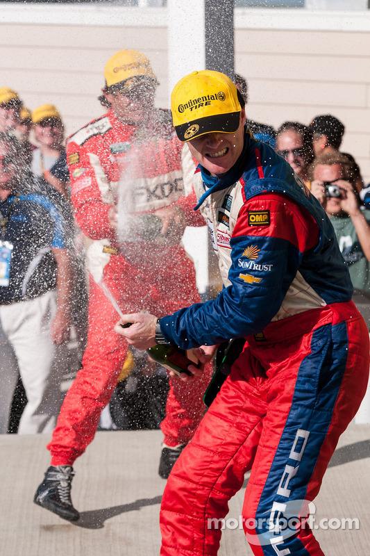 Robin Liddell met champagne
