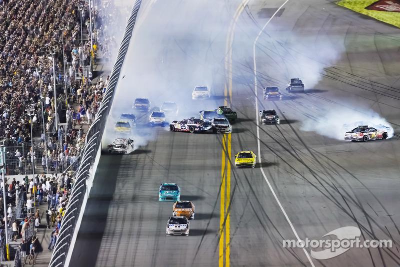 Big crash involving Kevin Harvick and Greg Biffle and others