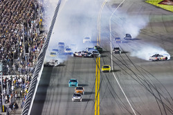 Big crash involving Kevin Harvick and Greg Biffle and others