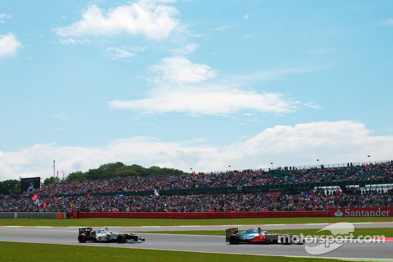 Lewis Hamilton, McLaren voor Sergio Perez, Sauber
