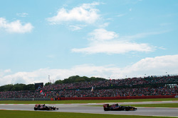 Jean-Eric Vergne, Scuderia Toro Rosso leads Daniel Ricciardo, Scuderia Toro Rosso