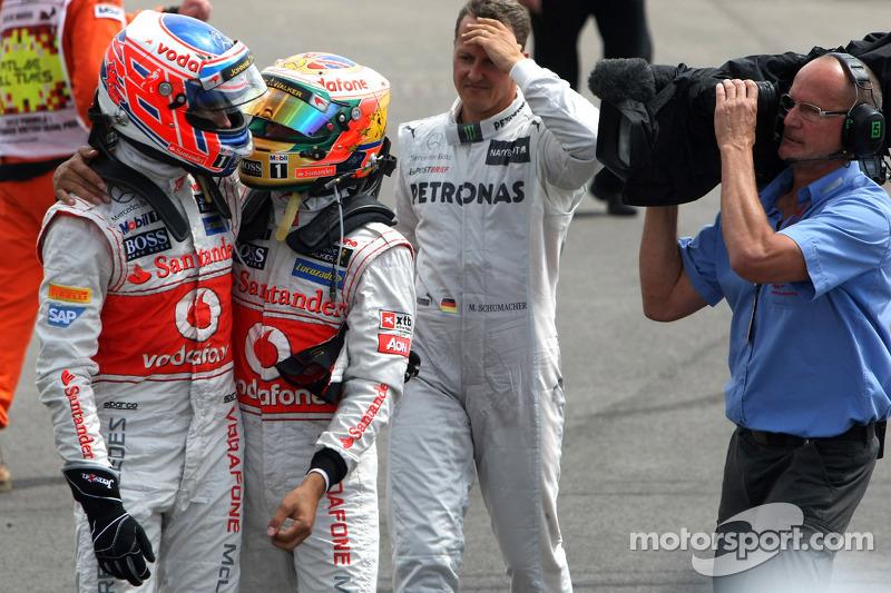 Jenson Button, McLaren Mercedes en Lewis Hamilton, McLaren Mercedes, parc ferme