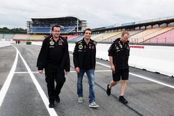 Jérôme d'Ambrosio, Lotus F1 Team derde rijder wandelt op circuit