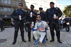 Autograph session, Charles Kaki Ng, BMW 320 TC, Liqui Moly Team Engstler