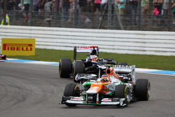 Nico Hulkenberg, Sahara Force India F1 leads Pastor Maldonado, Williams