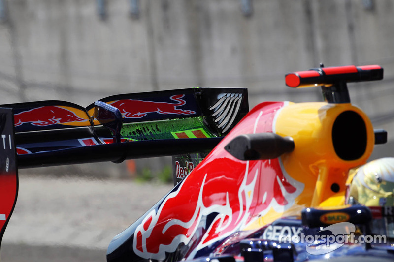 Flow-vis verf op de achtervleugel van Sebastian Vettel, Red Bull Racing