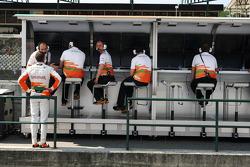 Paul di Resta, Sahara Force India F1, talks with Gianpiero Lambiase, Sahara Force India F1 Engineer on the pit gantry