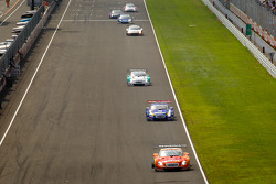 #6 Lexus Tean LeMans Eneos Lexus SC430: Daisuke Ito, Kazuya Oshima leads the field under yellow
