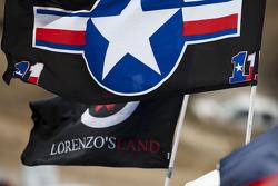 Des drapeaux en soutien à Ben Spies et Jorge Lorenzo