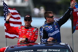 Kevin Harvick, Carl Edwards