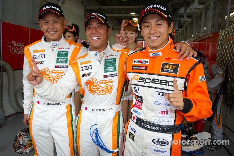 GT300 provisional pole winners Hiroki Yoshimoto, Kazuki Hoshino, Hiroki Yoshida