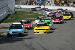 Start: Alex Tagliani leads
