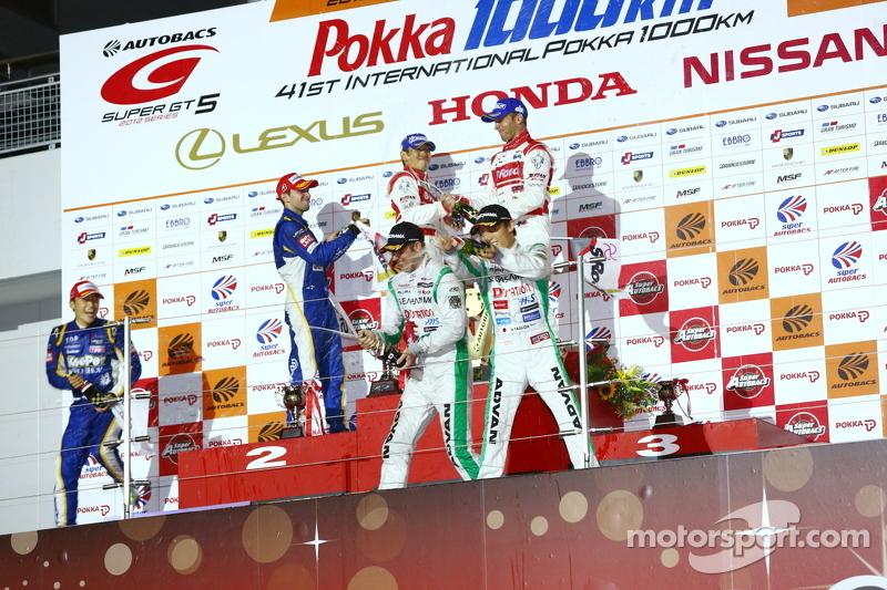GT500 podium: winnaars Masataka Yanagida en Ronnie Quintarelli, 2de Yuji Kunimoto en Andrea Caldarelli, 3de Hironobu Yasuda and Bjorn Wirdheim