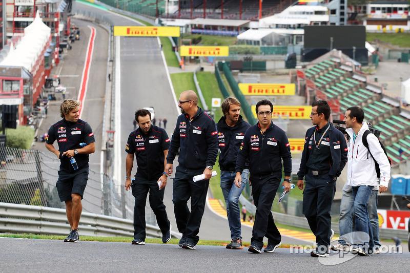 Jean-Eric Vergne, Scuderia Toro Rosso wandelt op het circuit en beklimt Eau Rouge