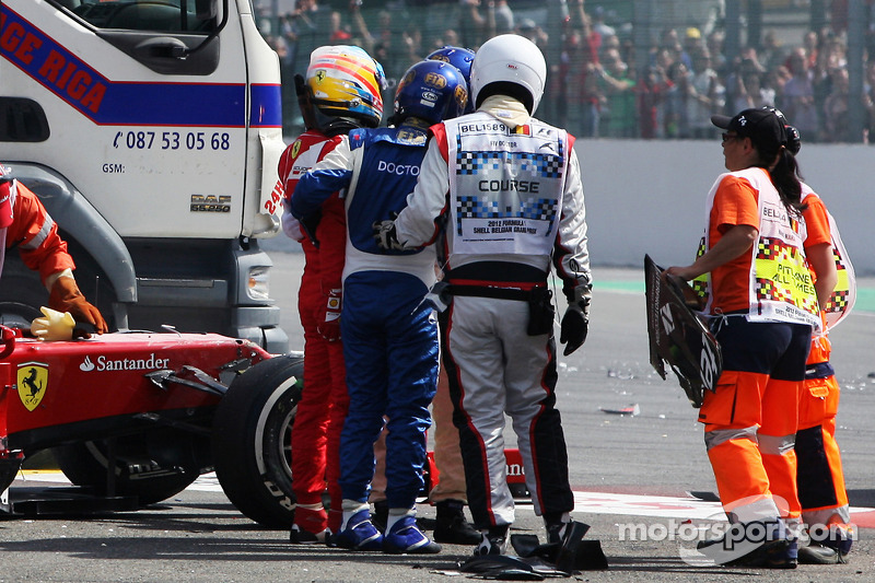 Fernando Alonso, Ferrari na crash bij de start