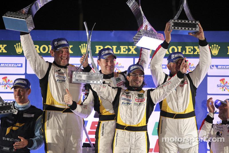 LMGTE Am podium: winnaars Christophe Bourret, Pascal Gibon, Jean-Philippe Belloc