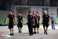 Marc Hynes, Marussia F1 Team Driver Coach, walks the circuit with Graeme Lowdon, Marussia F1 Team Chief Executive Officer