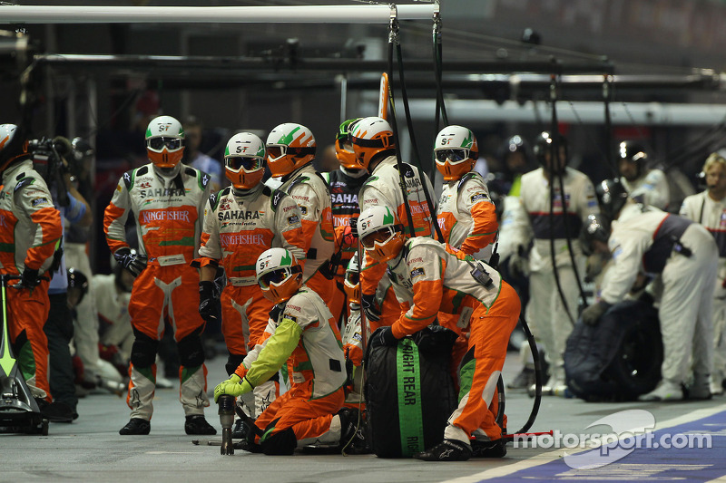 Sahara Force India F1 Team wacht op pitstop